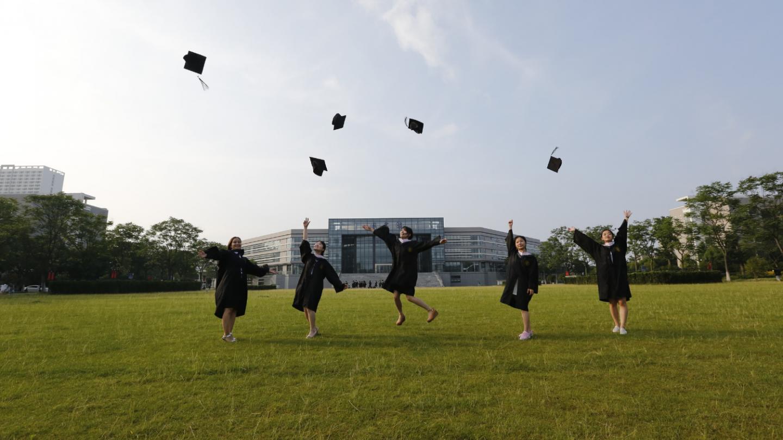 ¿Qué espera un joven en su viaje de estudios al extranjero?